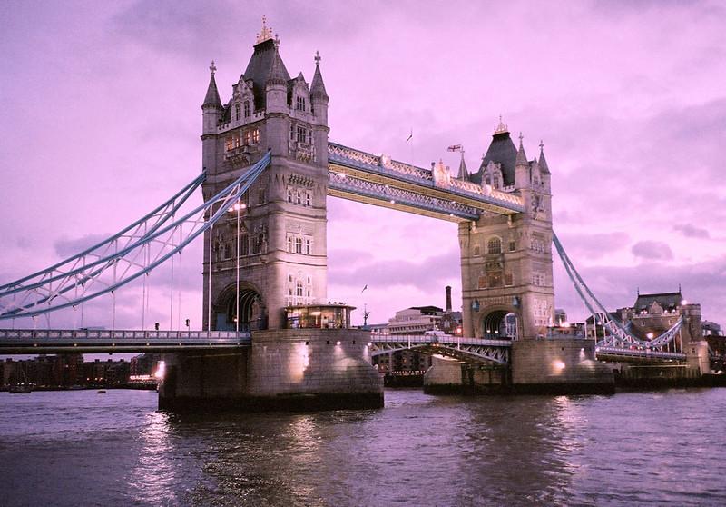 Tower Bridge London 2004.jpg
