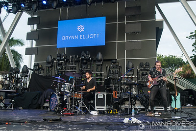 Brynn Elliot - Looking for Summer