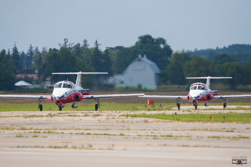 Snowbirds 10 and 11 arrive at Brantford.