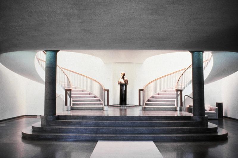 NS_20 : Escalier monumental, Résidence du Gouv.-Général, Québec, 1987
