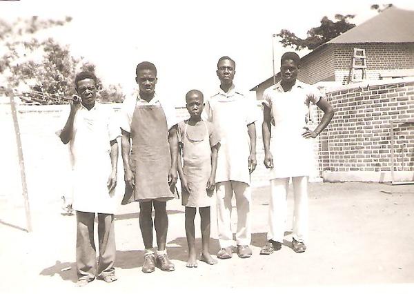 Dundo 1956 - Equipa de criados