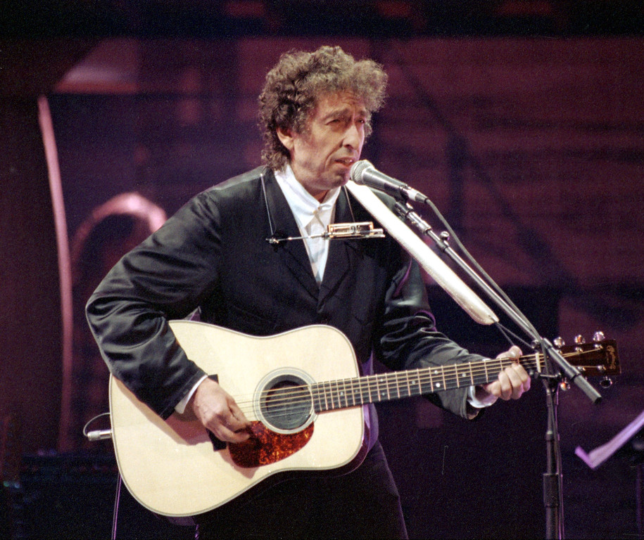 . Bob Dylan sings during his anniversary concert at New York\'s Madison Square Garden, Friday night, Oct. 17, 1992.  Joined by contemporary artists, Dylan celebrates the 30th anniversary of the release of his first Columbia album.  (AP Photo/Ron Frehm)