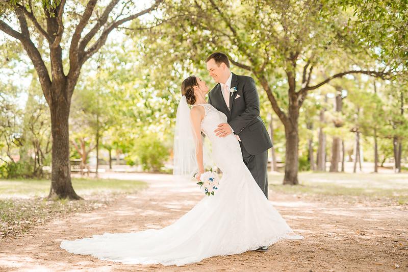 Julia & Ian's Wedding Sneak Peeks