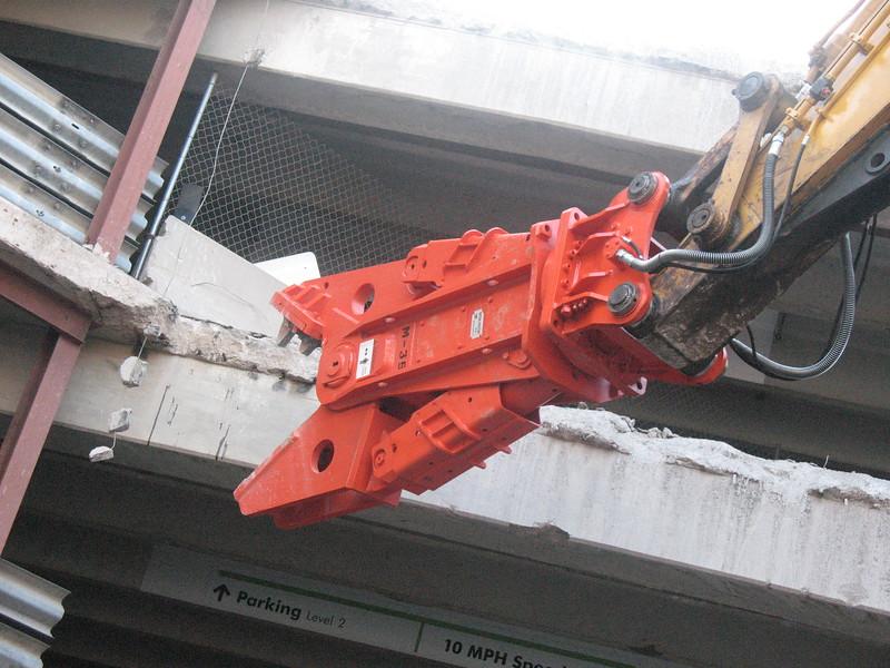 NPK M38G concrete pulverizer on Deere excavator-commercial demolition (2).JPG