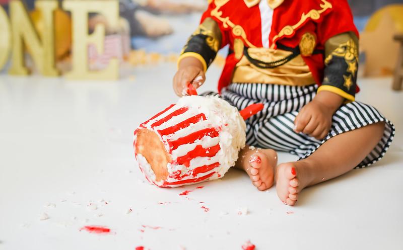crnewport-babies-photography_pumpkin_cakesmash-7975-1.jpg
