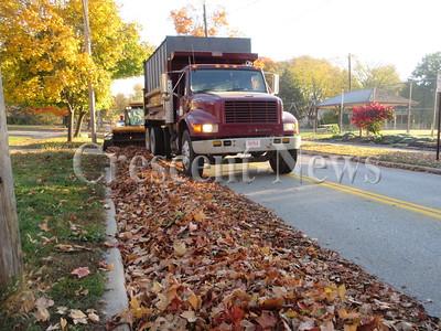 10-26-15 NEWS Leaf pickup