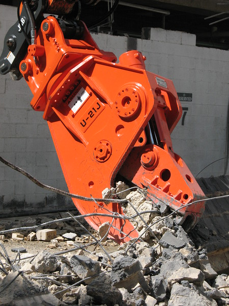 NPK U21JR concrete pulverizer on Hitachi excavator-commercial demolition (14).JPG