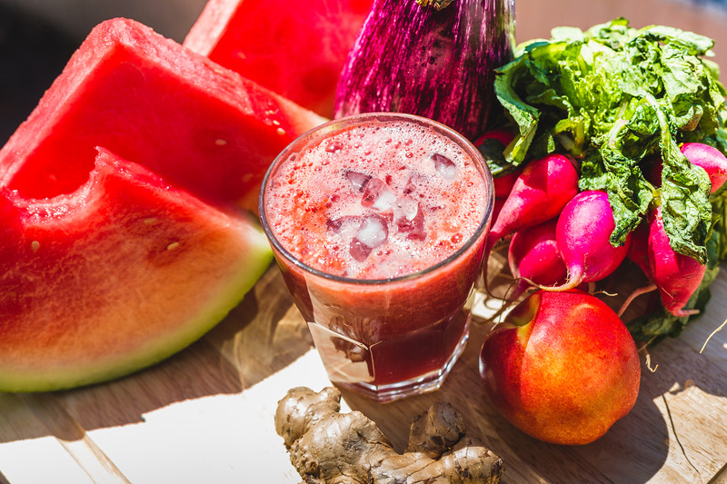 Red fruit and vegetable juice