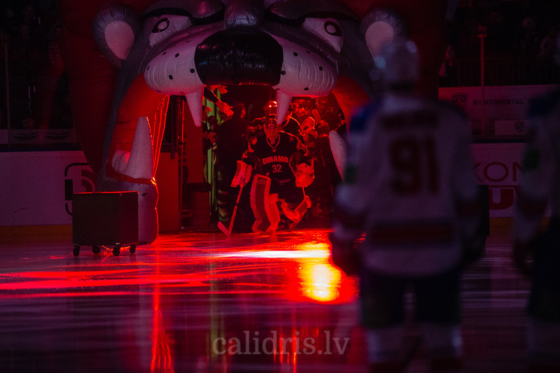Mikael Tellqvist (32) skates on the ring during the opening ceremony of KHL regular championship game between Dinamo Riga and Lev Praha in Arena Riga