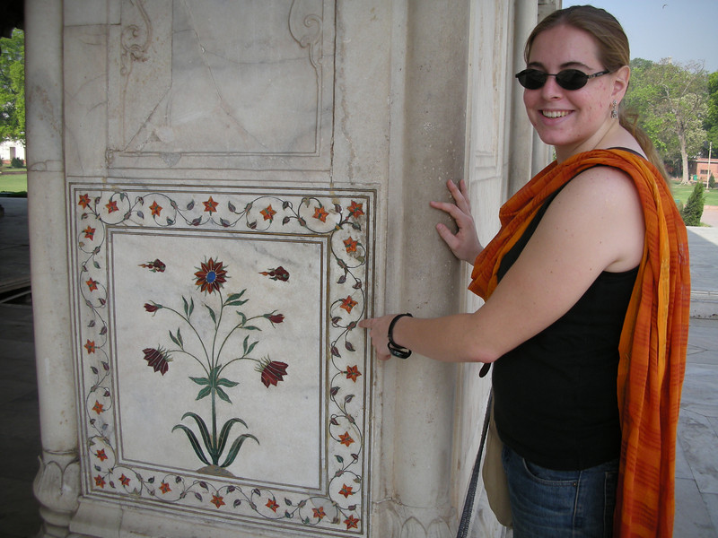 Delhi: Cheryl Deutsch pointing to the marble-work in the Red Fort.