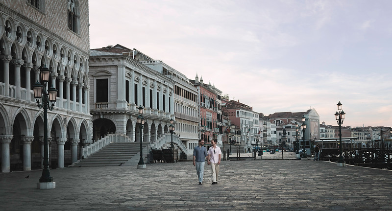EuropeLifestyle-Venice-StreetWalking_2135.jpg