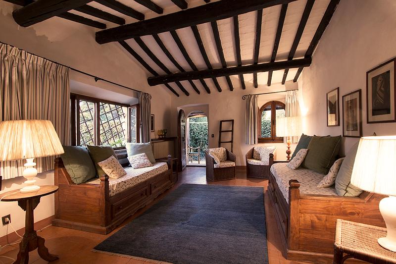 2nd Bedroom adjacent to Bedroom Fiori de Pesco, Scuola (the School)