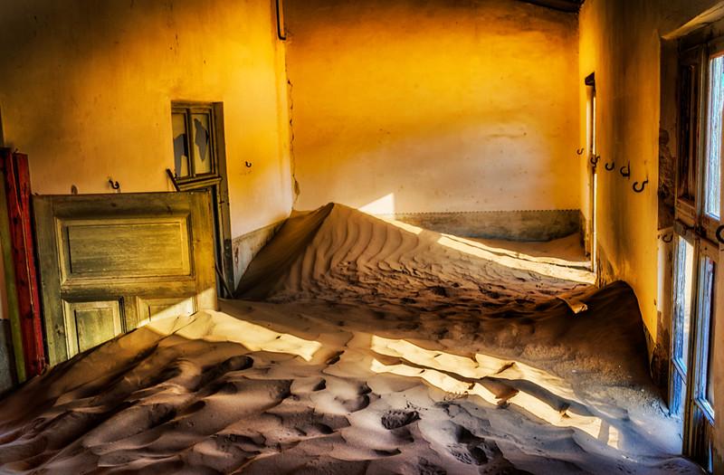 Kolmanskop-patioroom.jpg