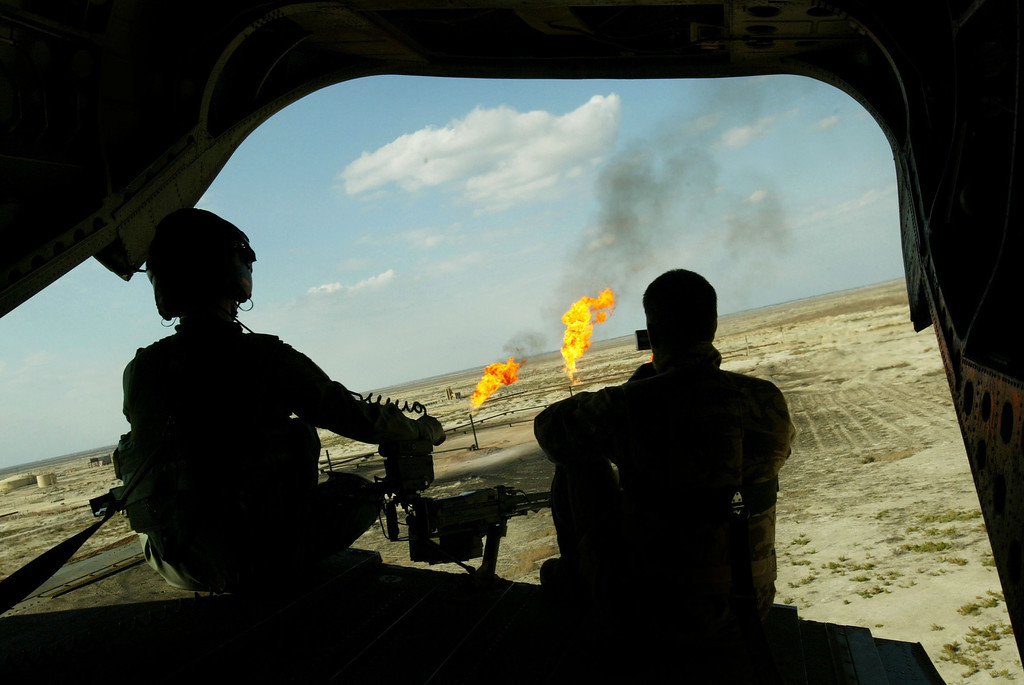 . British solders with the Welsh Guards battle group man a heavy machine gun at the back of a Chinook helicopter February 8, 2005 above the southern Iraqi city of Ammarah. (Photo by Ghaith Abdul-Ahad/Getty Images)