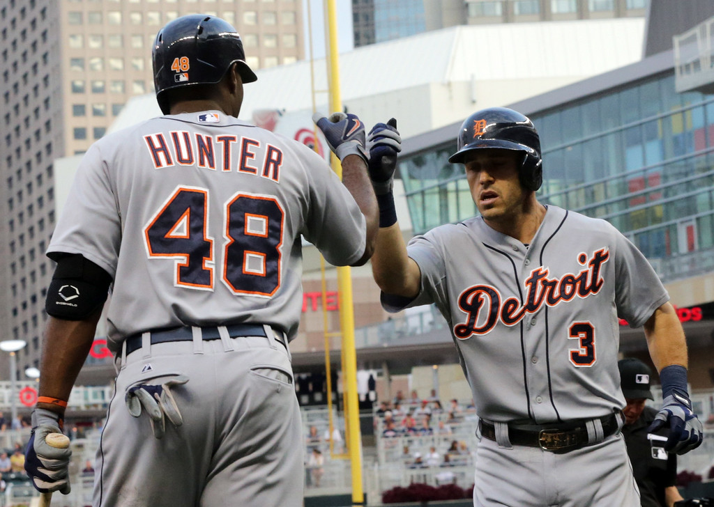 . Detroit Tigers\' Ian Kinsler, right, is congratulated by Torii Hunter after Kinsler\'s solo home run off Minnesota Twins pitcher Tommy Milone in the first inning of a baseball game, Friday, Aug. 22, 2014, in Minneapolis. (AP Photo/Jim Mone)