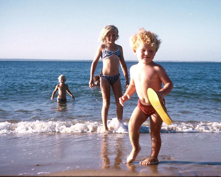 1974-1 (25) Allen 3 yrs 8 mths, Susan 8 yrs 6 mths, Andrew 4 yrs 5 mths & David 10 yrs 1 mth in water @ Cowes.jpg
