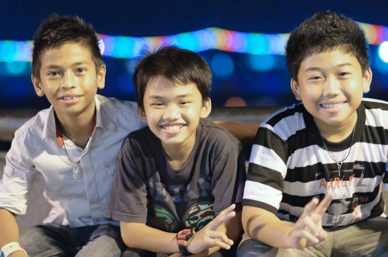 Dies drei Jungs wollten unbedingt fotographiert werden.