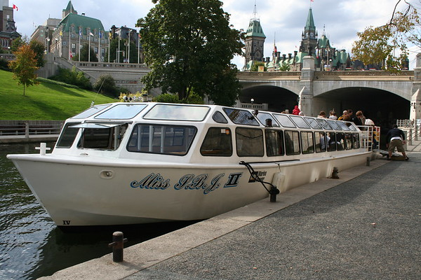 Day 3: Rideau Canal Cruise - 30 September 2006
