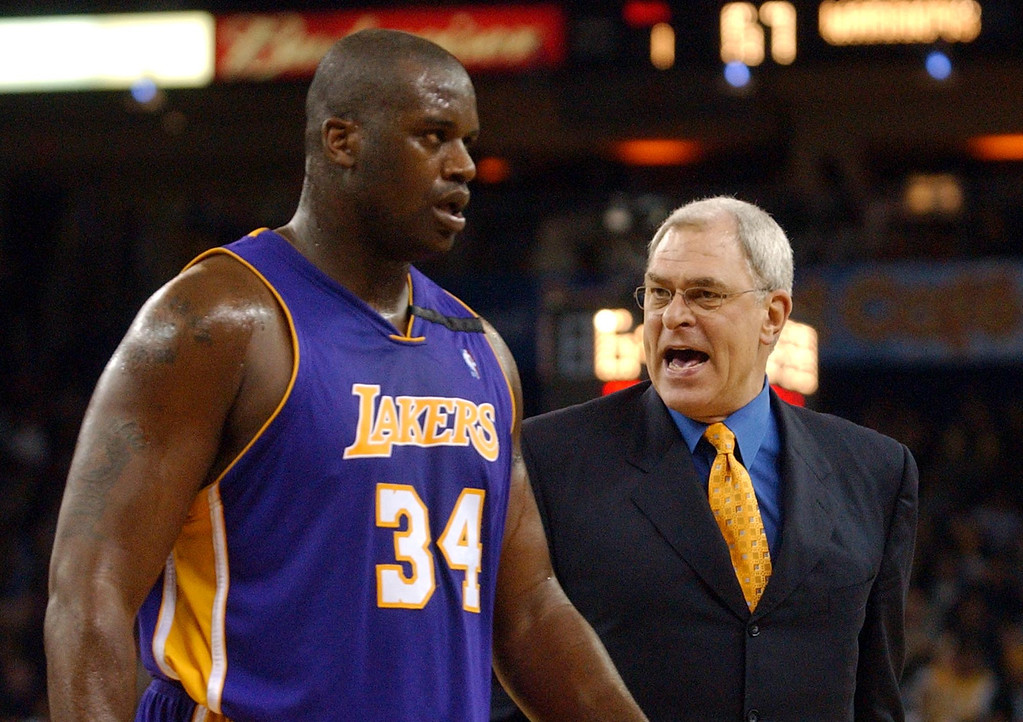 . Los Angles Lakers coach Phil Jackson, right, has words with Shaquille O\'Neal during the second half against the Golden State Warriors Tuesday, Dec. 10, 2002, in Oakland, Calif. The Warriors won 106-102. (AP Photo/Justin Sullivan)