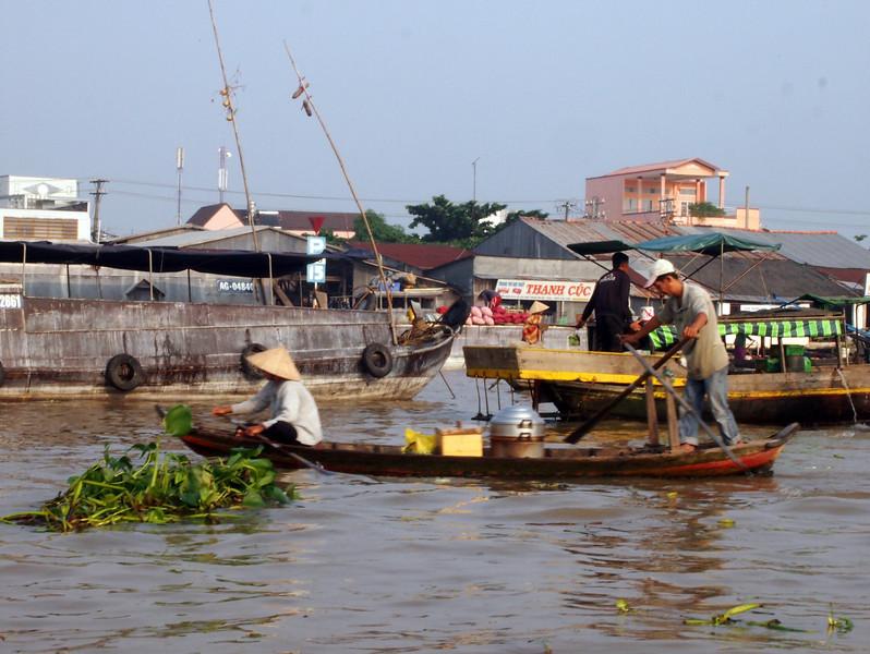 PA274734-breakfast-boat.JPG