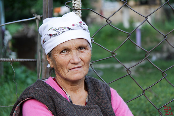Portrait Kyrgyzstan: woman in Arkit