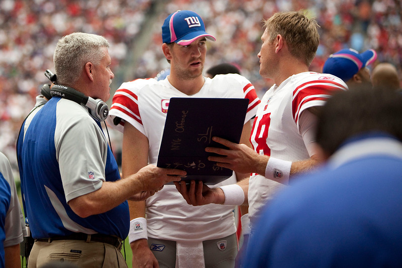 Eli_Manning_with_clipboard.jpg