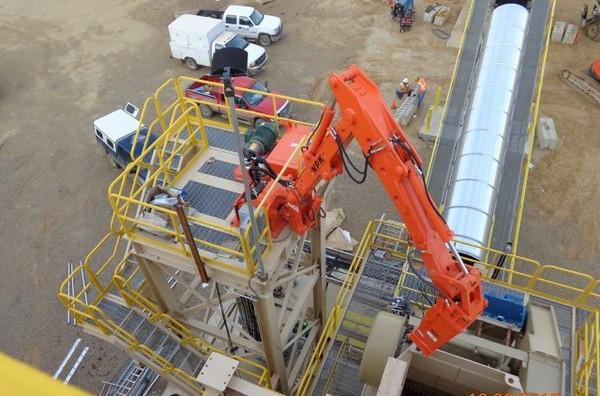 NPK B500 pedestal boom system with PH4 hydraulic hammer-breaking bridged rock in quarry (4).JPG