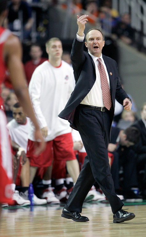 . Ohio State coach Thad Matta calls to his team in the second half during their men\'s championship basketball game at the Final Four in the Georgia Dome in Atlanta Monday, April 2, 2007. (AP Photo/Mark Humphrey)