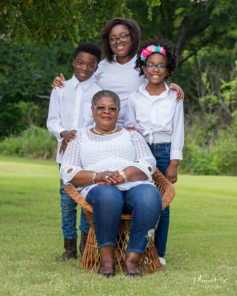 Sasha's Family Mother's Day Shoot-3.jpg