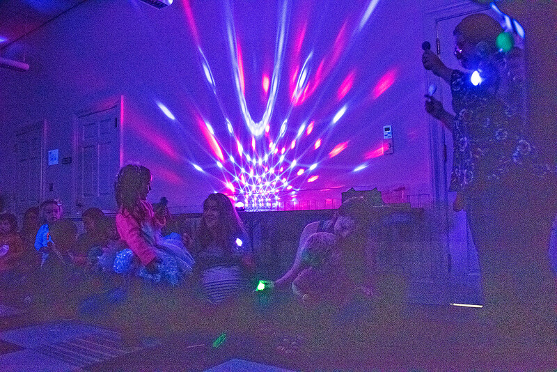he Davidson library staged a glow party and book reading for youngsters and their moms on Monday morning. (Bill Giduz photo)