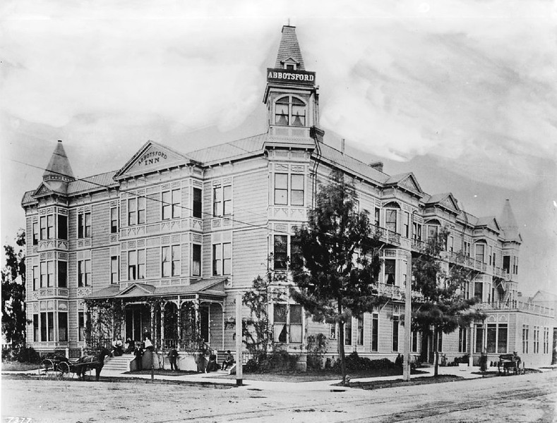 Exterior view of the Abbotsford Inn on the corner of Eighth Street and South Hope Street, Los Angeles, ca.1908