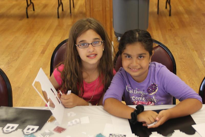 kars4kids_thezone_camp_girlsDivsion_activities_ArtN'Crafts (6).JPG