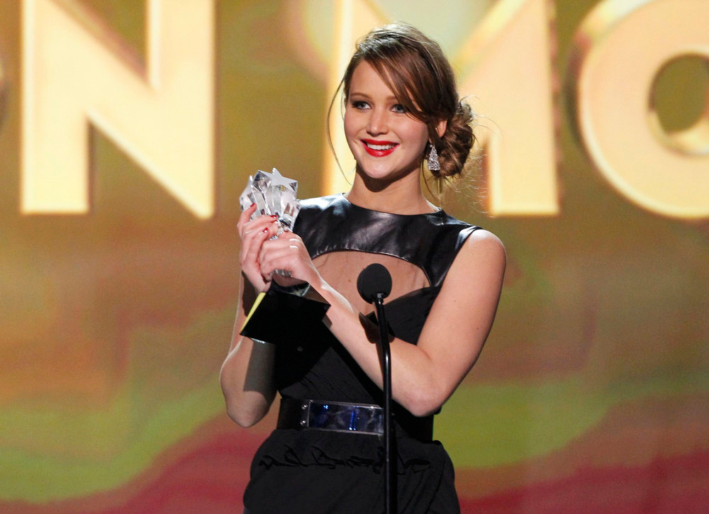 ". Jennifer Lawrence accepts the award for ""Best Actress in an Action Movie\"" for her role in \""The Hunger Games\"" at the 2013 Critics\' Choice Awards in Santa Monica, California, January 10, 2013.  REUTERS/Mario Anzuoni"