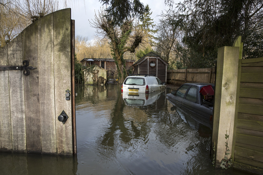 . Cars are partially submerged outside a large, expensive house near the River Thames is surrounded by flood water on February 13, 2014 in Wargrave, England.The Environment Agency continues to issue severe flood warnings for a number of areas on the River Thames in the commuter belt west of London. With heavier rains forecast, people are preparing for the water levels to rise. (Photo by Oli Scarff/Getty Images)