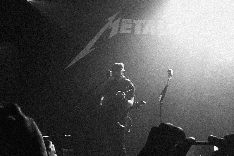 James Hetfield sings Fade To Black