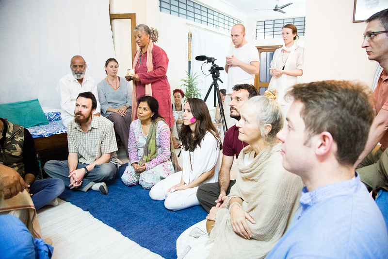 20160323_Moments with Mooji_meeting about sharing satsang_020.jpg