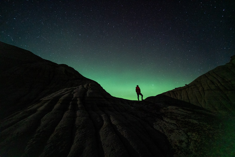 Dinosaur Provincial Park Aurora April 2021