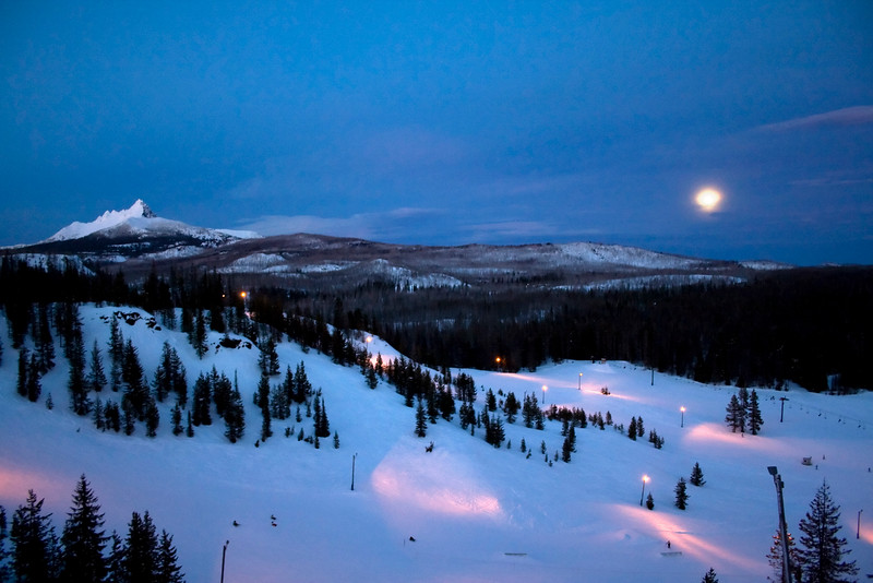 Hoodoo-Night-Skiing-Kate-Thomas-Keown_MG_4215 copy.jpg