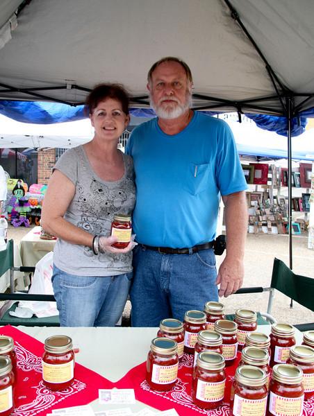 Sharon & Randy Franklin showcase D's Hot Ketchup