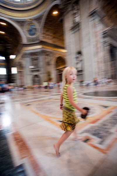 Little girl with bare feet, Saint Peter's basilica
