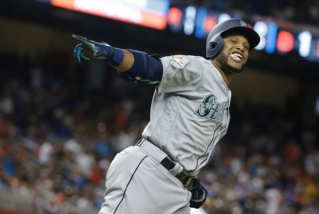 . American League\'s Seattle Mariners Robinson Cano (22), rounds the bases after hitting a homerun in the tenth inning, during the MLB baseball All-Star Game, Tuesday, July 11, 2017, in Miami. (AP Photo/Lynne Sladky)