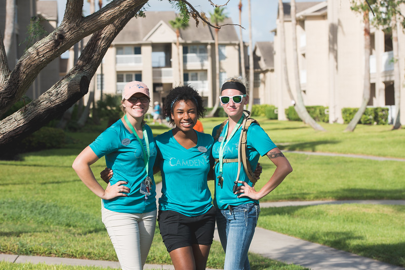Rebecka Krygowski (left) Kayla Stoval and Kaytlyn Mayberry during move in day.