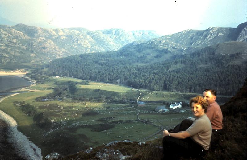 1959-9-3 (33) Stan & Mavis @ Guinard, Scotland.JPG