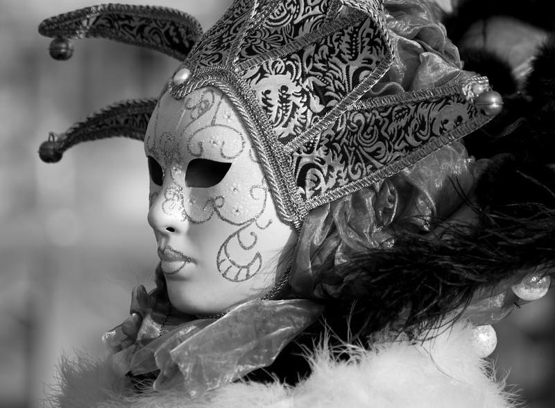 masque3bw.jpg