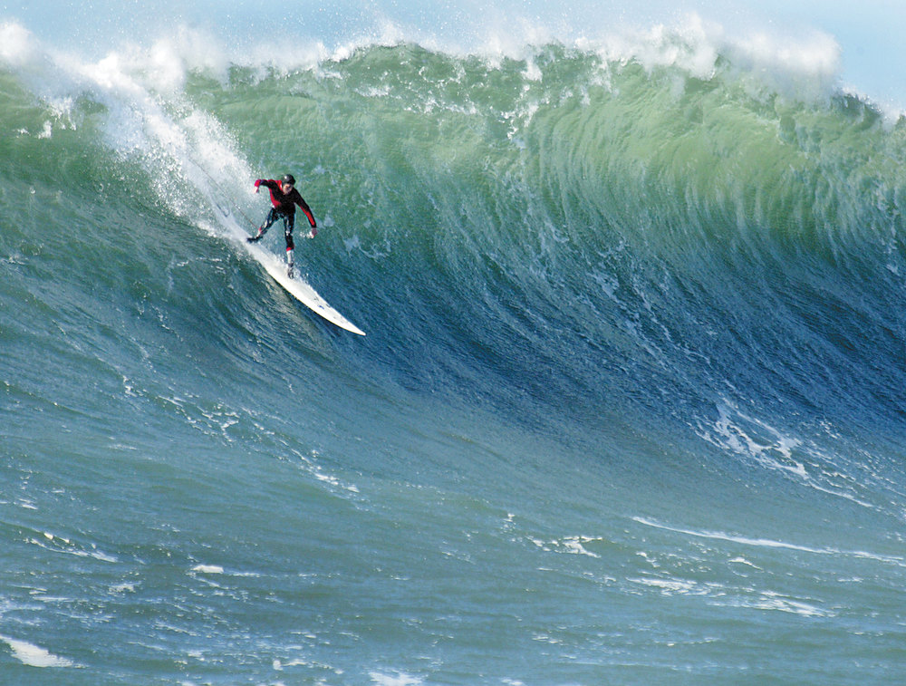 . Darryl \'Flea\' Virostko\'s heart-stopping takeoffs secured his third straight Mavericks victory in the 2004 contest.  (Dan Coyro/Sentinel)