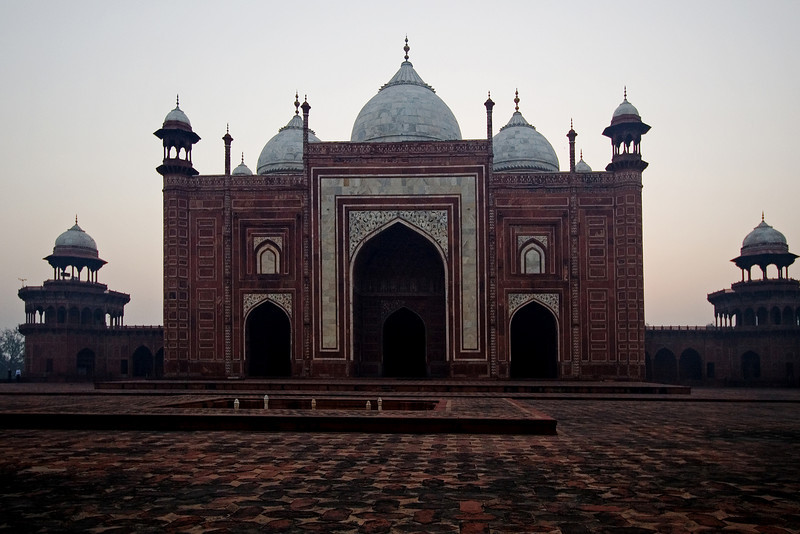 Taj Mosque at Dawn.jpg