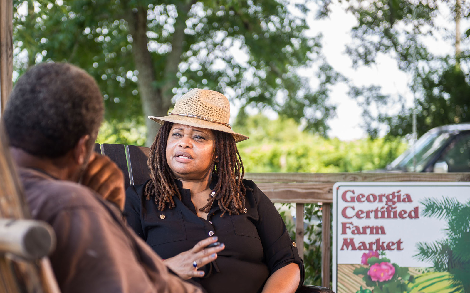 Dr. Womack speaks with Farmer Howard James. (Photo by Suhyoon Cho.)