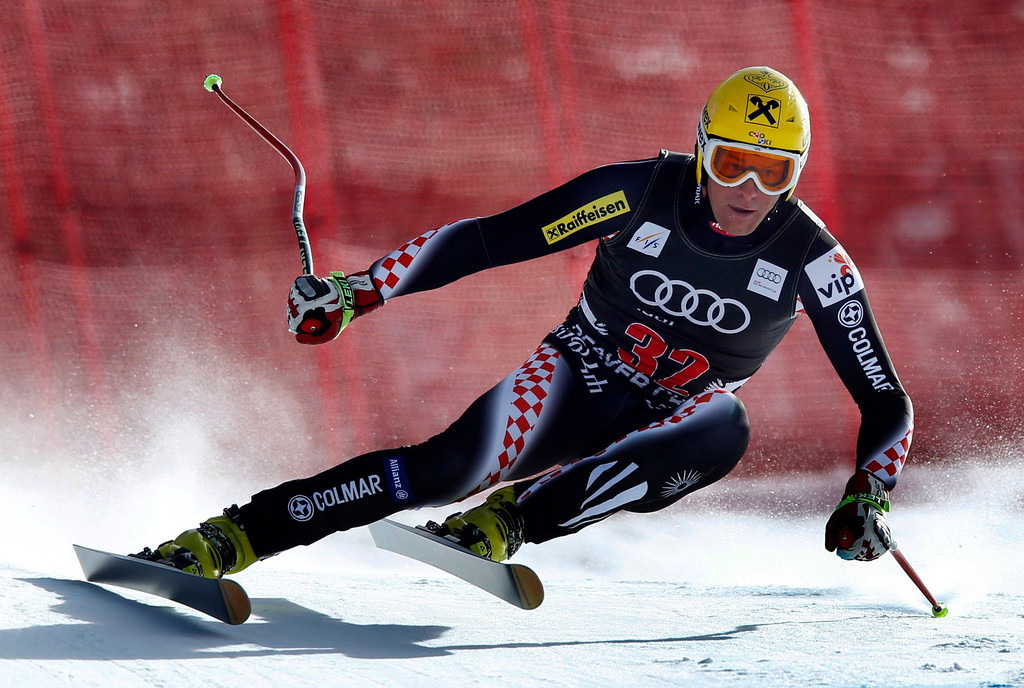 . Ivica Kostelic of Croatia skis past a gate in the men\'s World Cup downhill ski race in Beaver Creek, Colorado, November 30, 2012. Kostelic finished 20th in the race. REUTERS/Mike Segar