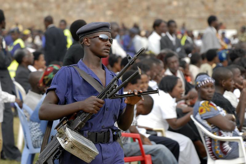 061231 3062 Burundi - Bujumbura - President Crusade to thank God for 2006 _E _I _L ~E ~L.JPG