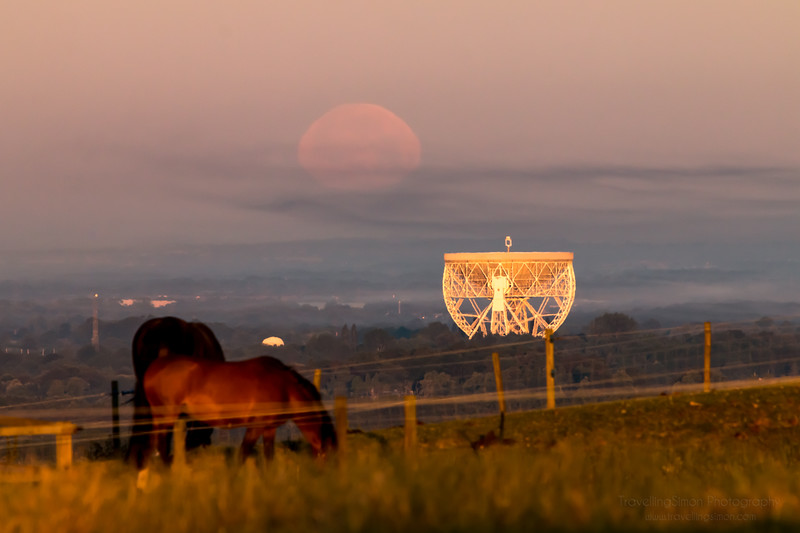 Full Moon Setting over Jodrell Bank - commercial use requires licence www.travellingsimon.com-56.jpg